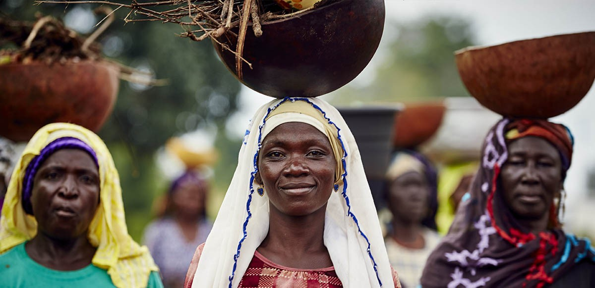 Tungteiya_women_carrying_firewood_INSHECT055